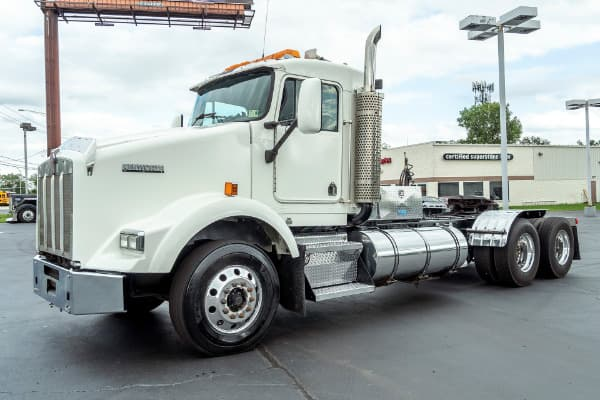 2004 Kenworth T800 DAY CAB