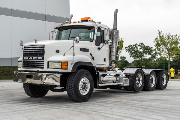 2006 Mack CL733